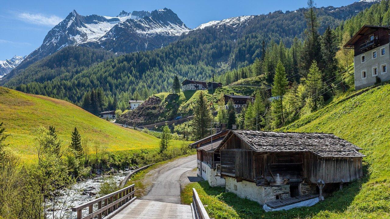 estate_natura_ponte_montagne_predoi_dreamstime_christian_mueringer