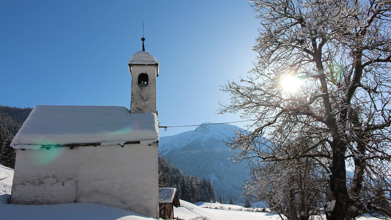 Chiesa in inverno in Val Casies