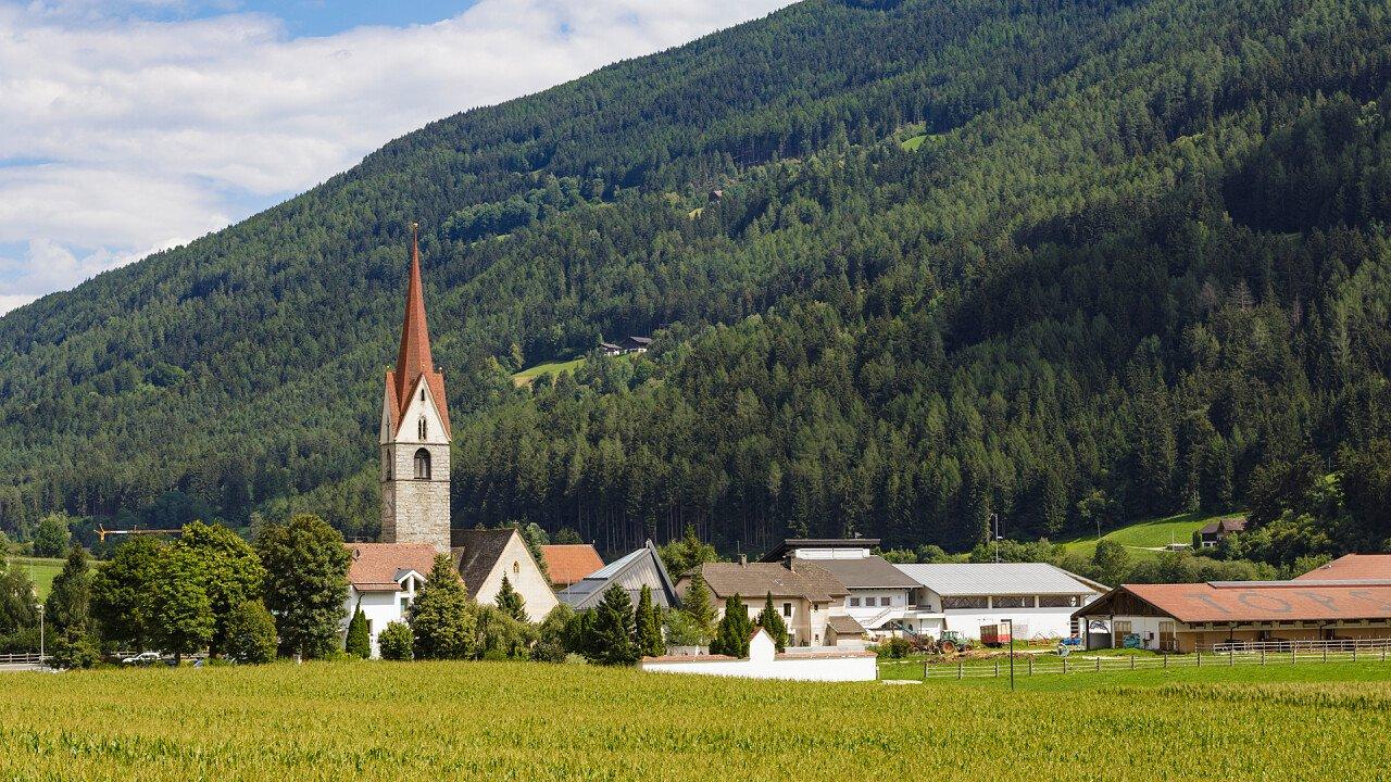 Natur und Kirche von Vintl