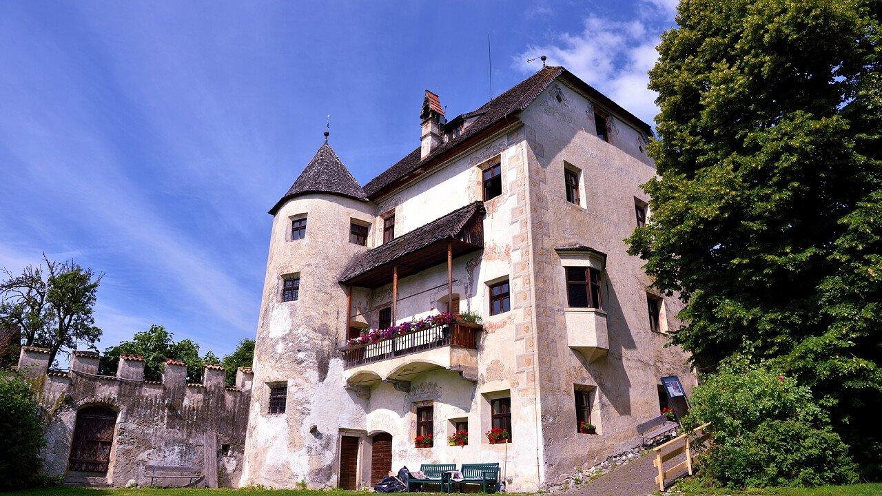 velturno_castle_shutterstock