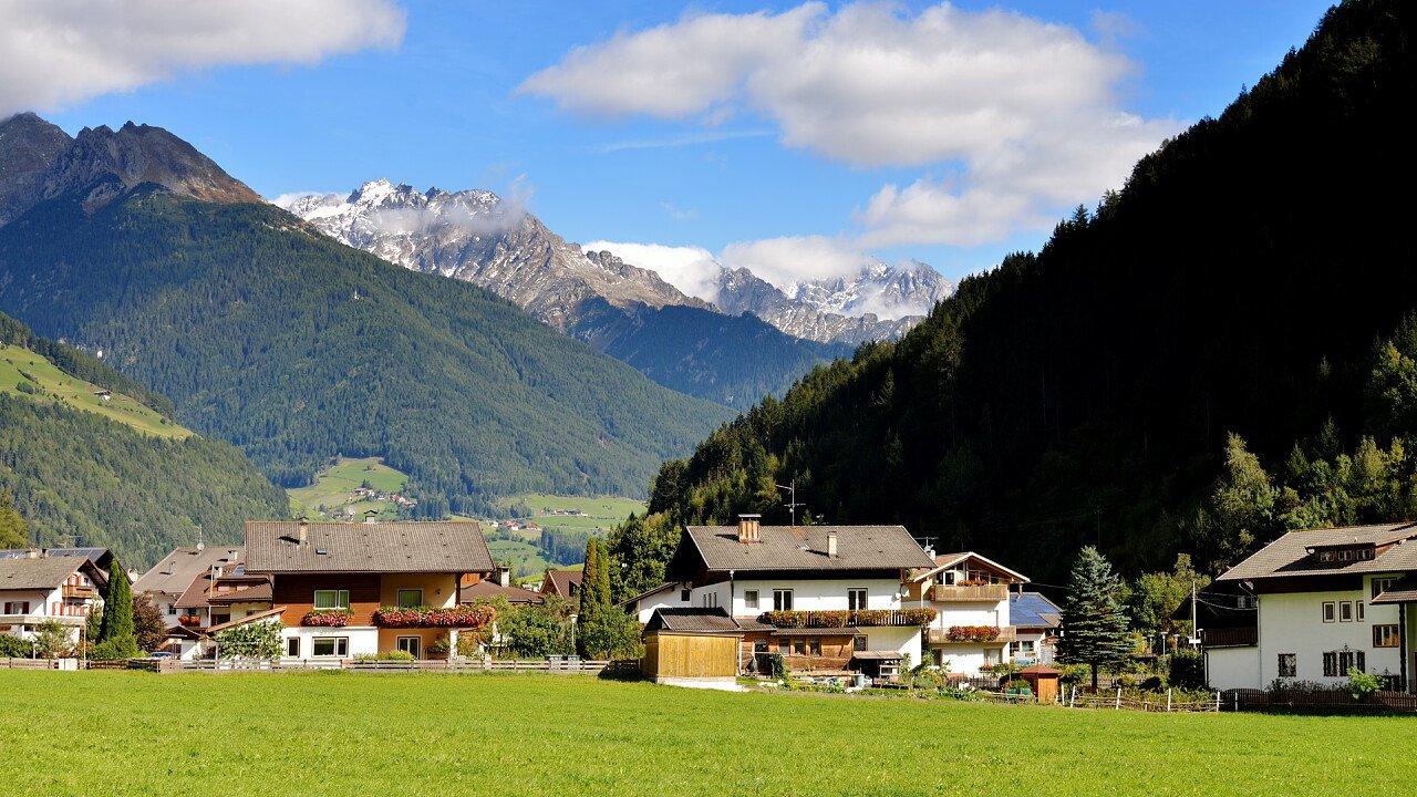 Mountain houses of Maranza