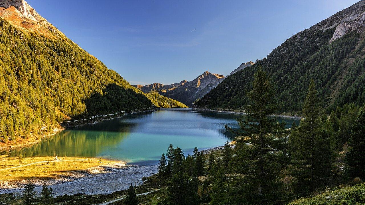 lago_lappago_selva_dei_molini_iStock