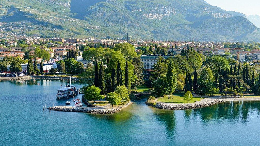 Riva del Garda: vacanze attive, eventi e musica - cover