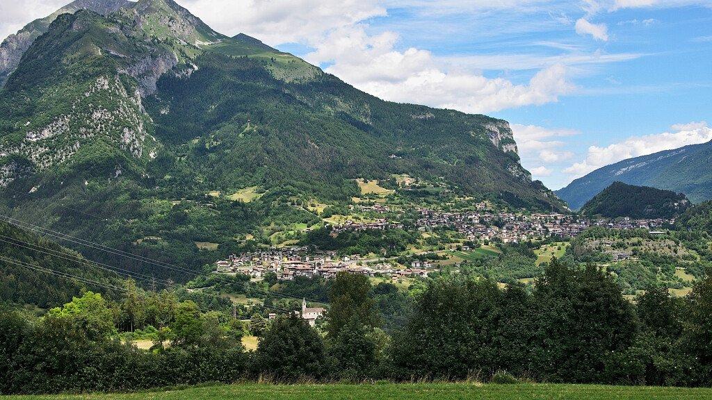 San Lorenzo Dorsino: Urlaub in San Lorenzo in Banale und Dorsino voller Ciuìga, Spaziergängen und den schönsten Dörfern Italiens - cover