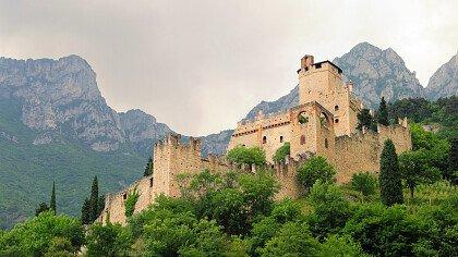 sotto_il_castello_di_avio_dreamstime_lianem