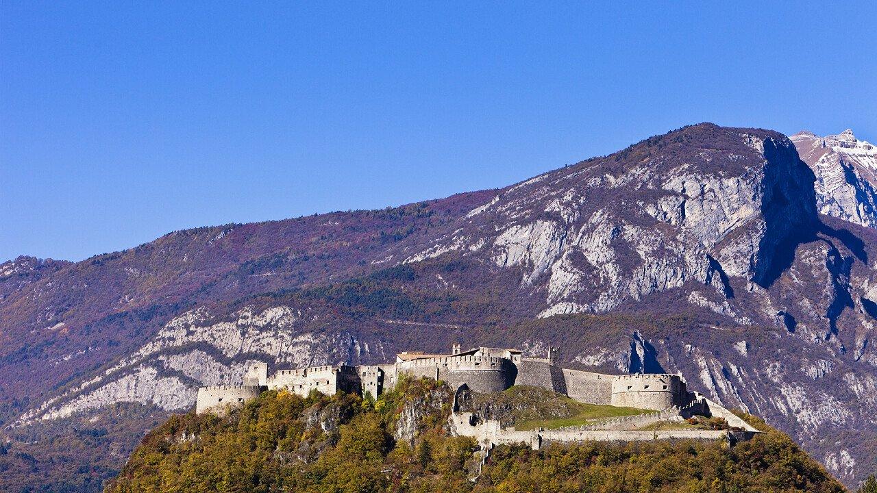 autunno_a_castello_beseno_besenello_iStock