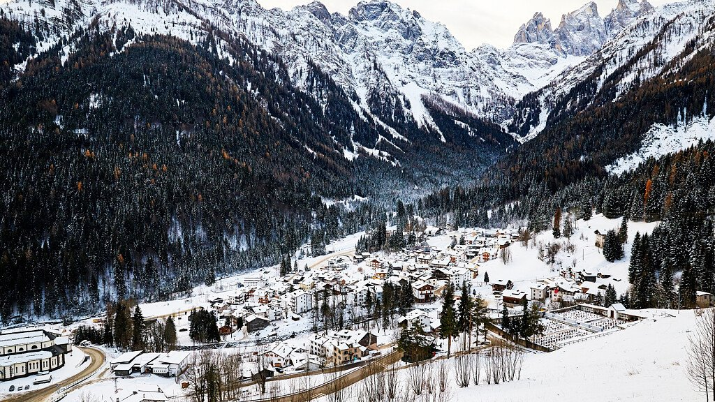 San Martino di Castrozza. Winter on perfect slopes and summer among climbs - cover