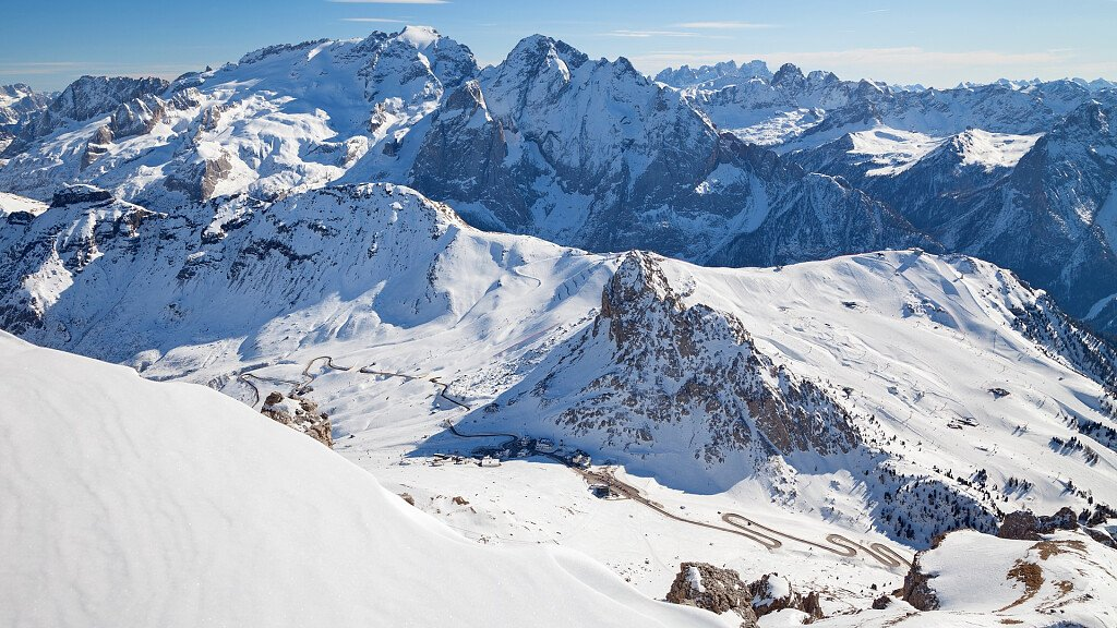 Arabba - Pordoi Pass: ski holidays, bicycle races and free climbing - cover