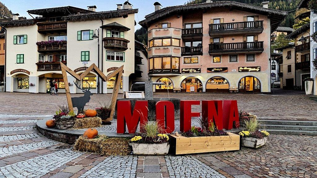 Moena: vacanze nella fata delle Dolomiti - cover