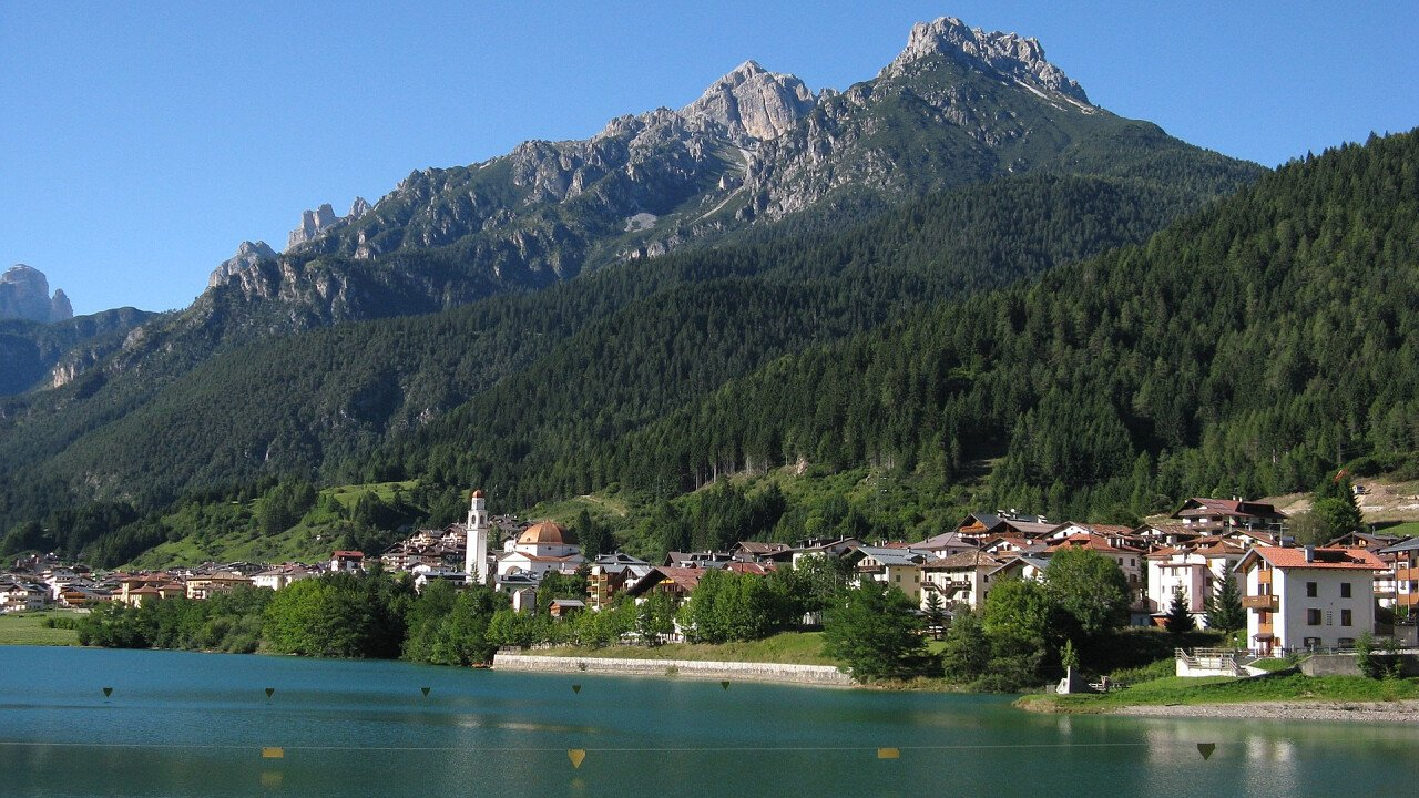 Auronzo and its lake