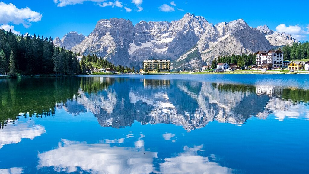 Misurina: vacanze al lago ai piedi delle Tre Cime di Lavaredo - cover