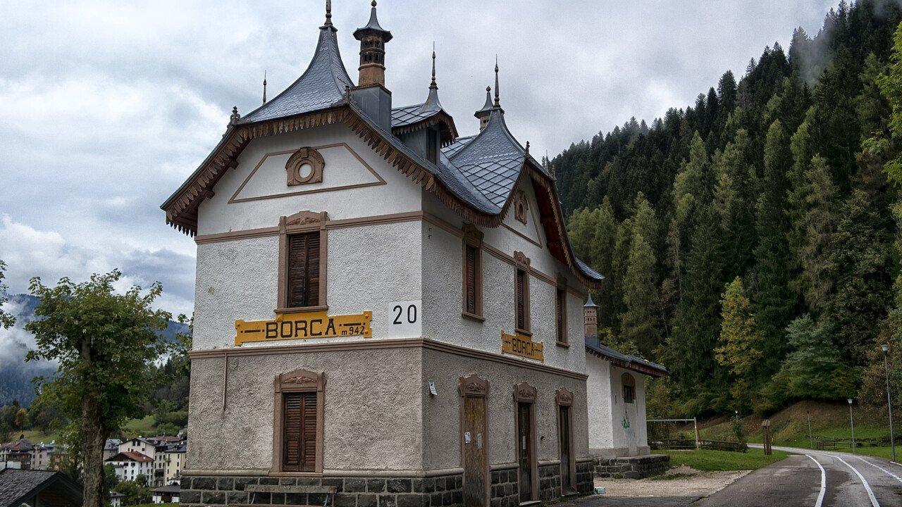 Vecchia stazione di Borca di Cadore lungo la pista ciclabile