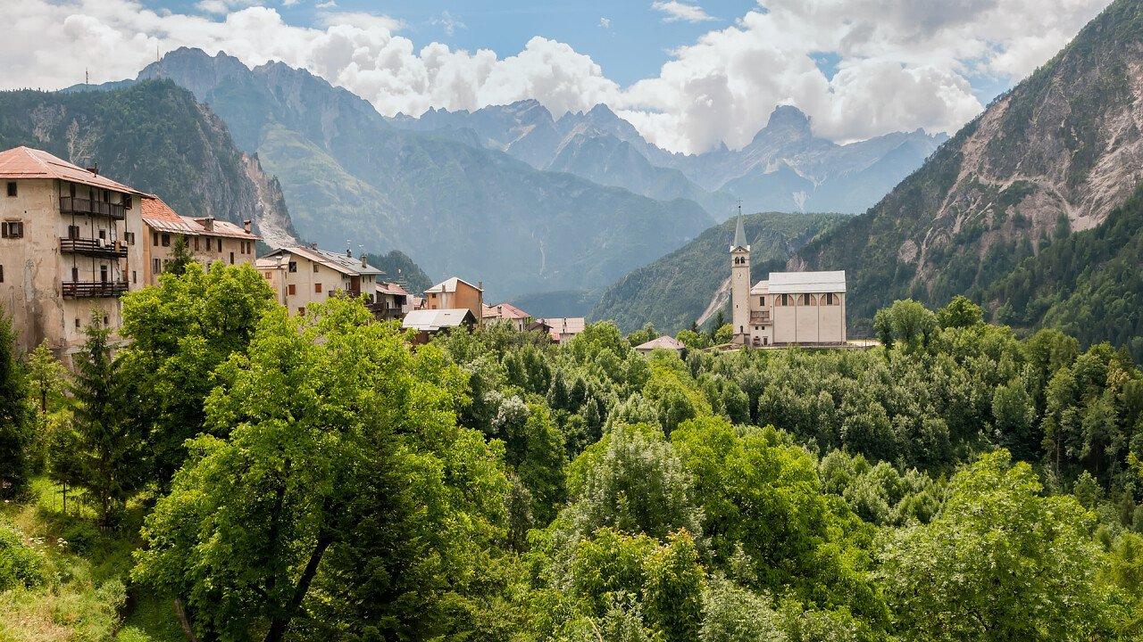 Valle di Cadore und die Kirche
