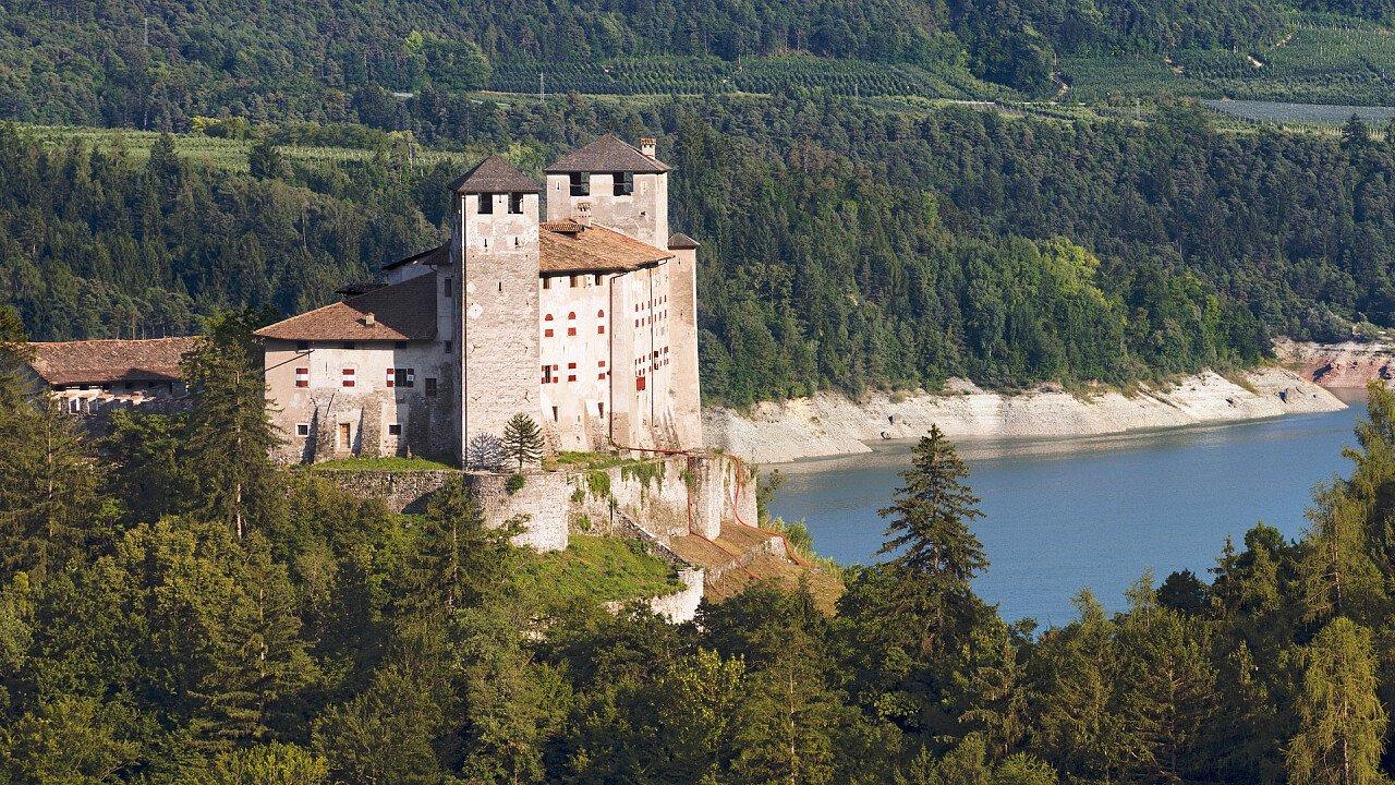 castello_di_cles_dreamstime_alberto_masnovo