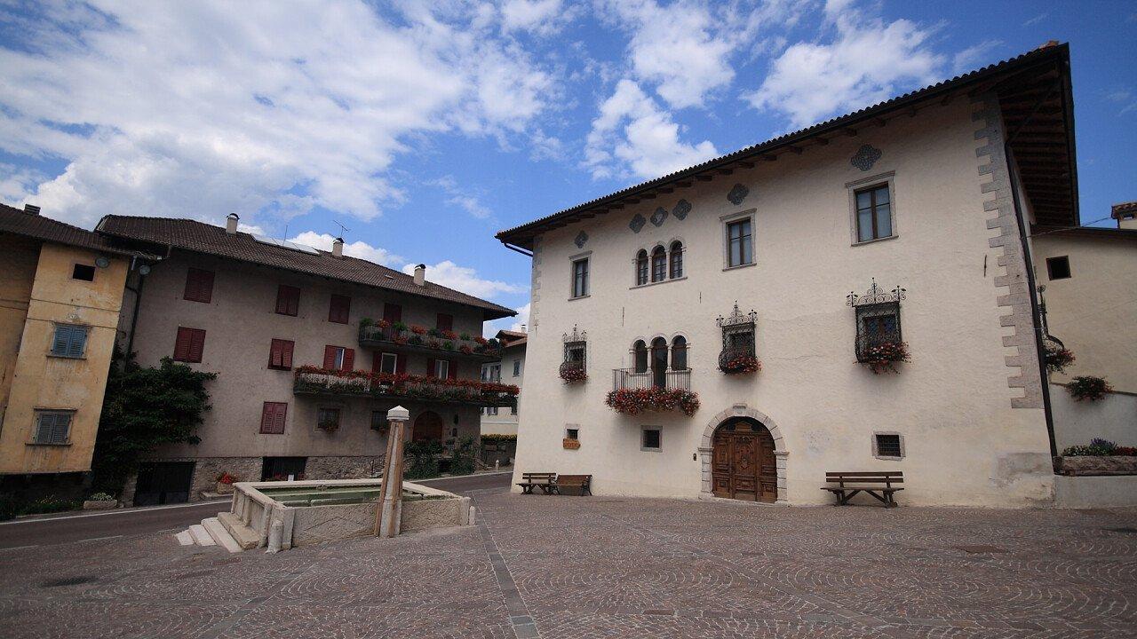 square_building_sanzeno_dreamstime_roberto_zocchi