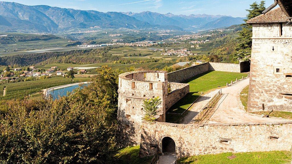 Ton, a journey through the castles of Val di Non - cover