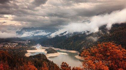 Autumn in Centro Cadore lake