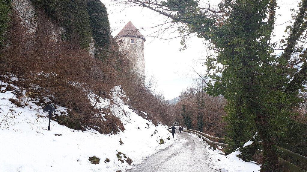 Pergine Valsugana: Schloss, Sport und Weihnachtsmärkte - cover