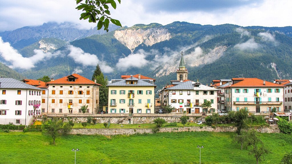 Centro Cadore: trekking and bicycle touring between nature and art - cover