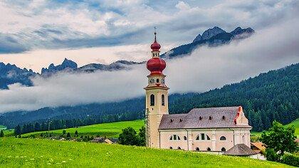 chiesa_villabassa_dreamstime_sergii_krynytsia