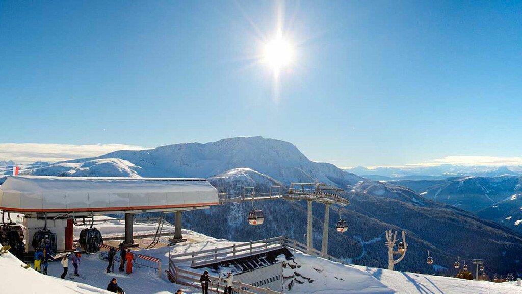 Bolzano and environs: holidays between castles, lakes and renowned vineyards - cover