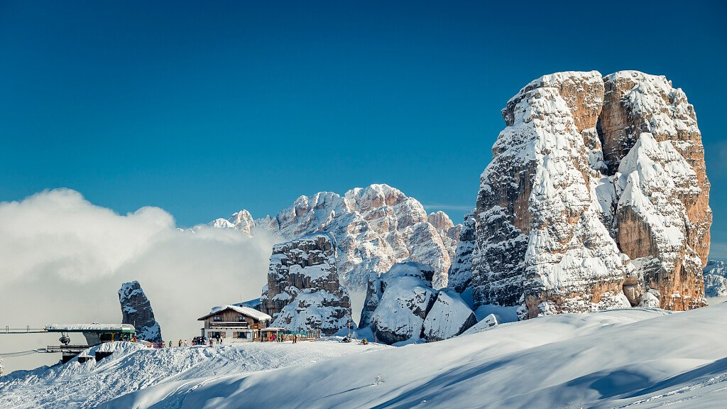 Cortina d'Ampezzo and the Giau Pass for mountain holidays - cover