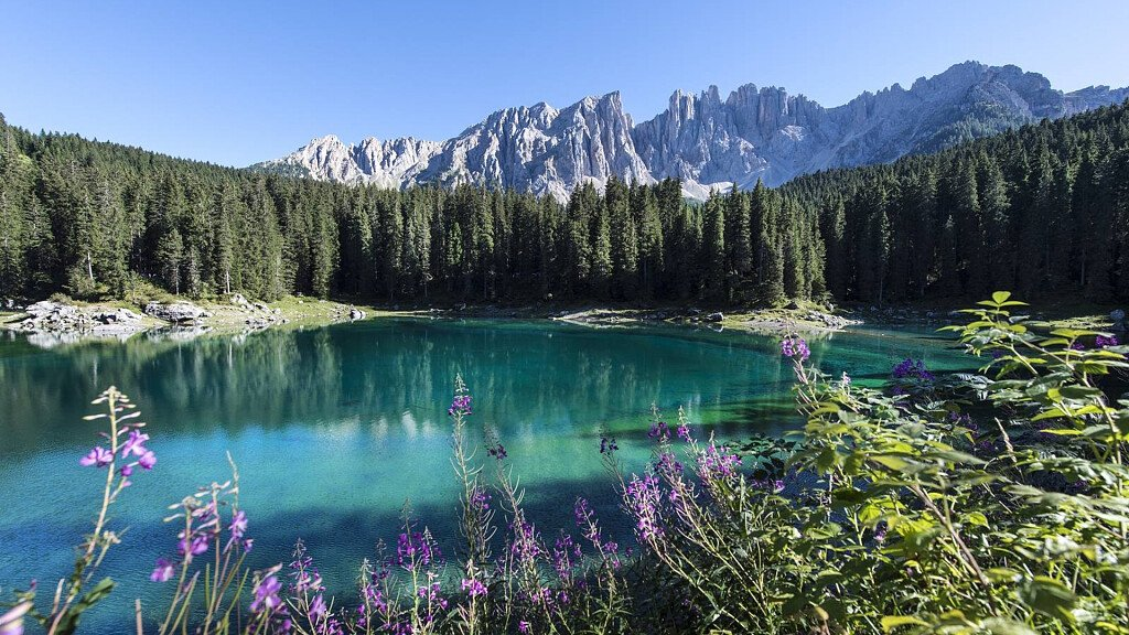 Holidays in South Tyrol: experience the mountains and the Dolomites - cover