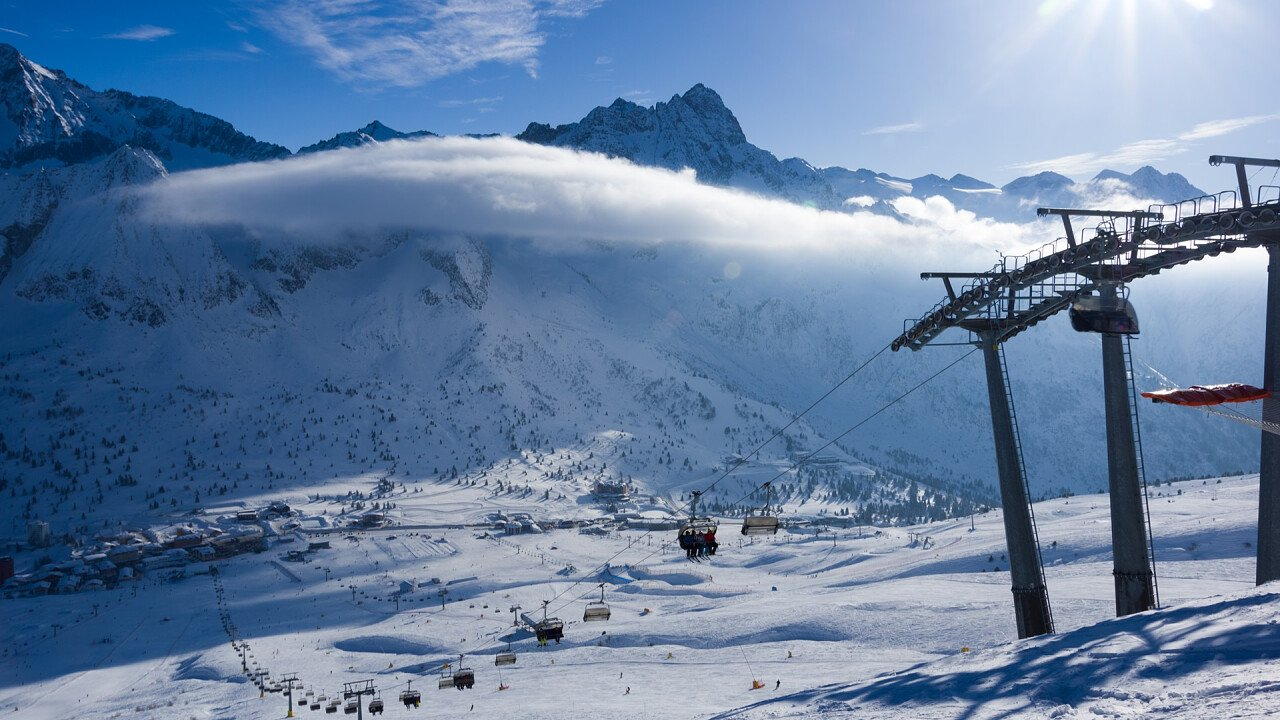 skiarea_invernale_passo_tonale_dreamstime_oldrich_pridal