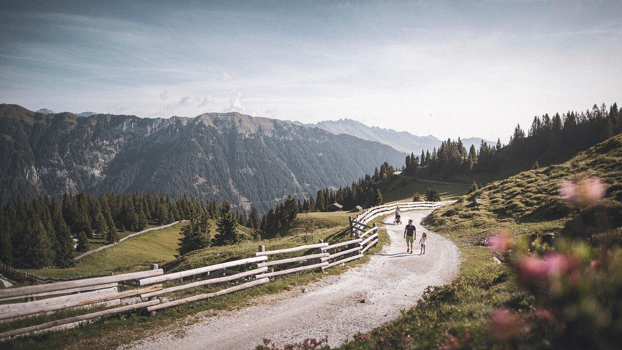 gita_a_piedi_montagna_associazione_turistica_racines_TVratschings_KOTTERSTEGER