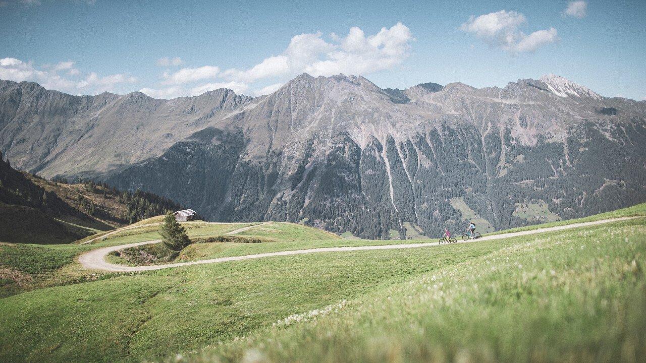 montagne_panorama_associazione_turistica_racines_TVratschings_KOTTERSTEGER