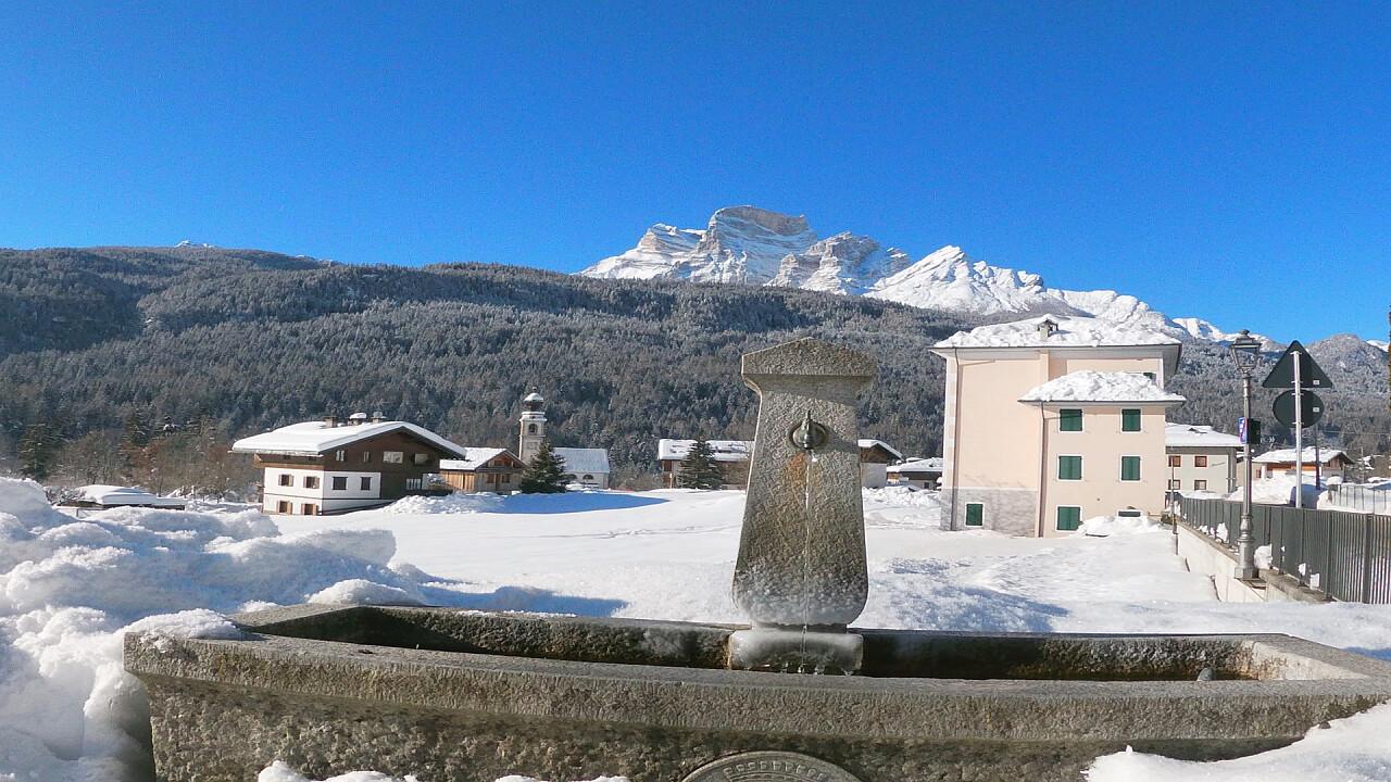 Fontana in inverno a Borca di Cadore