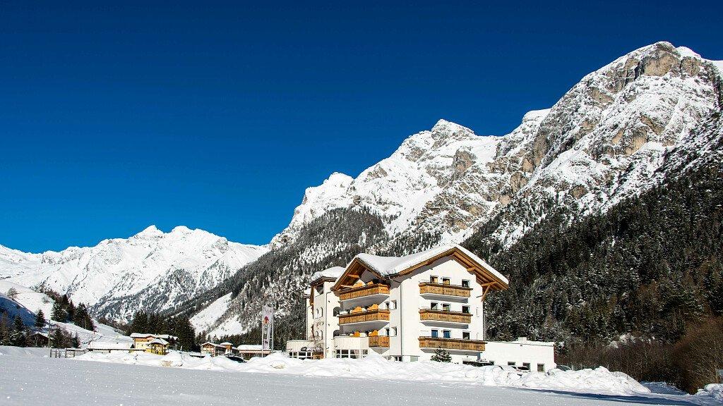Hotel Alpin - cover