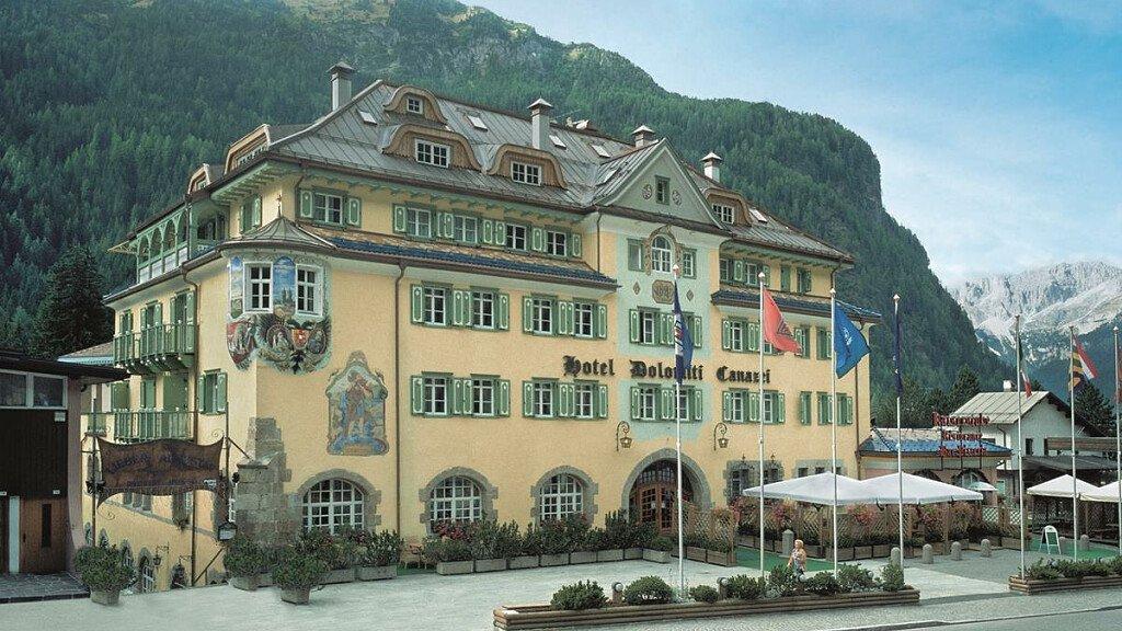 Schloss Hotel Dolomiti - cover