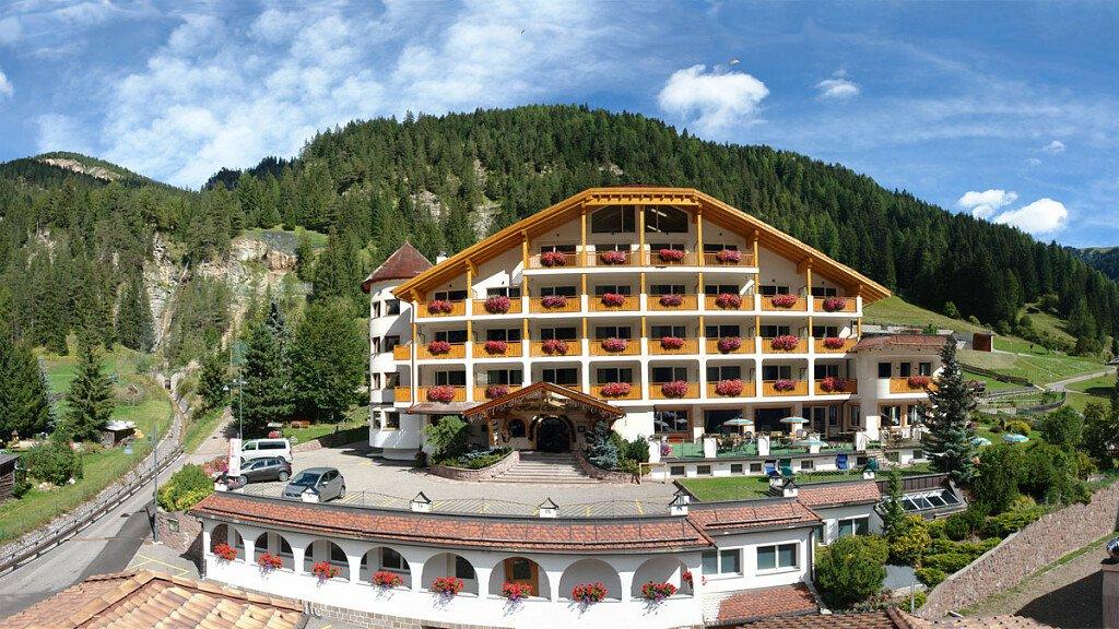 Hotel Césa Tyrol - cover