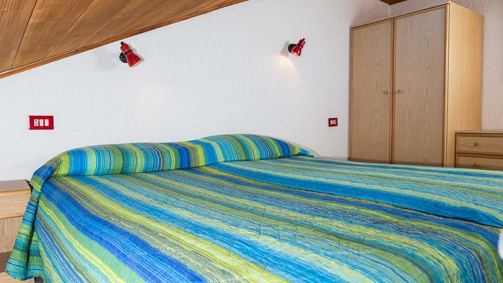 Dreizimmerwohnung mit Doppelten Bade und Doppelten Bett - cover