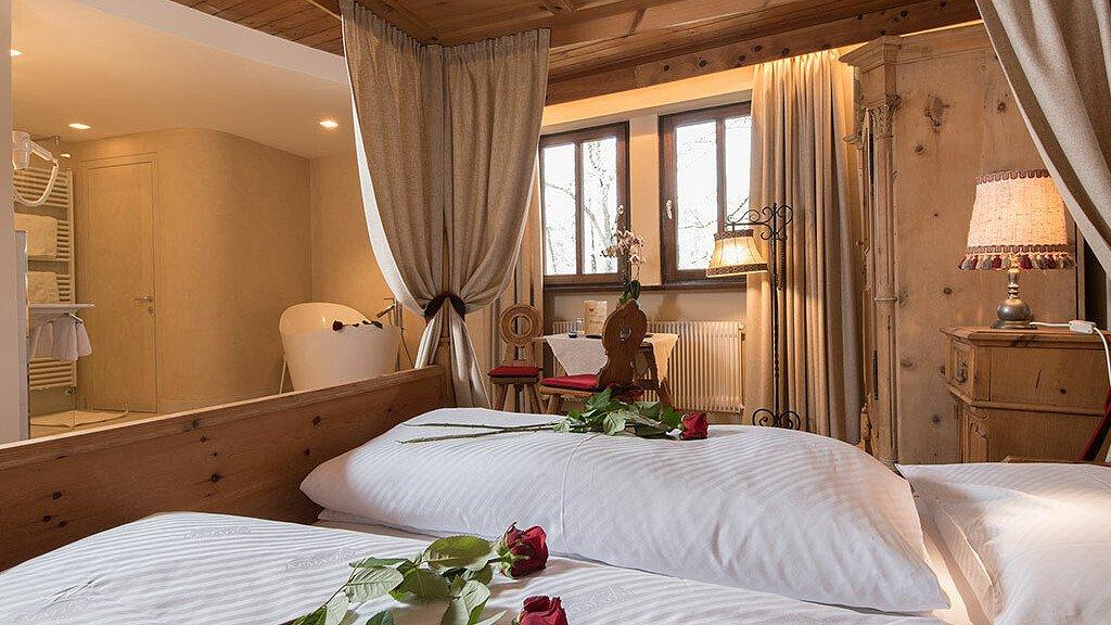 Honeymoon suite - cover