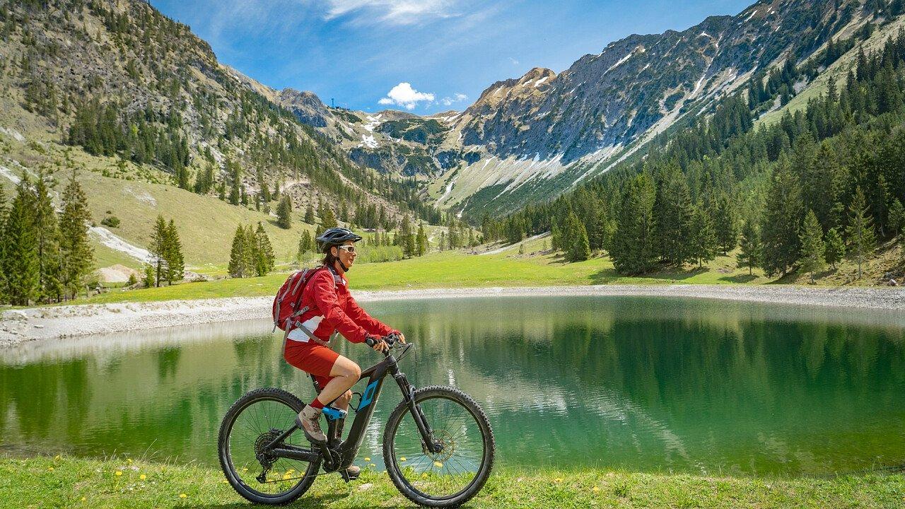 E-bike around the lake in the Dolomites