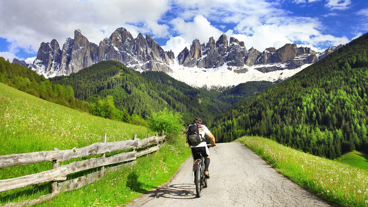 By bike along the cycle path in the Dolomites