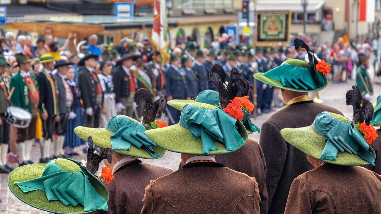 festa_popolare_tradizioni_locali_shutterstock