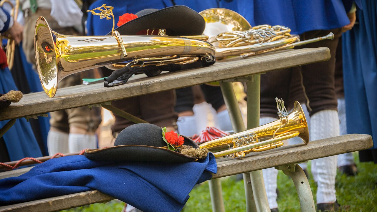 strumenti_vestiti_banda_musicale_tradizioni_locali_shutterstock