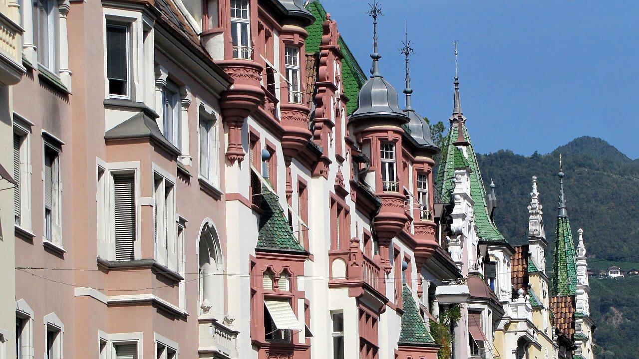 edifici_storici_bolzano_architettura_pixabay_hademand