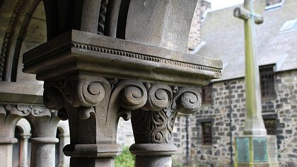 architettura_di_campanile_chiesa_pixabay_josepmonter