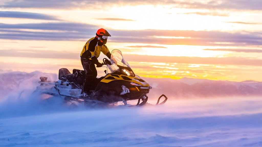 Discover the Dolomites on your snowmobile - cover