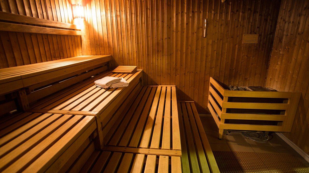 dentro_una_sauna_pixabay_KSchlott