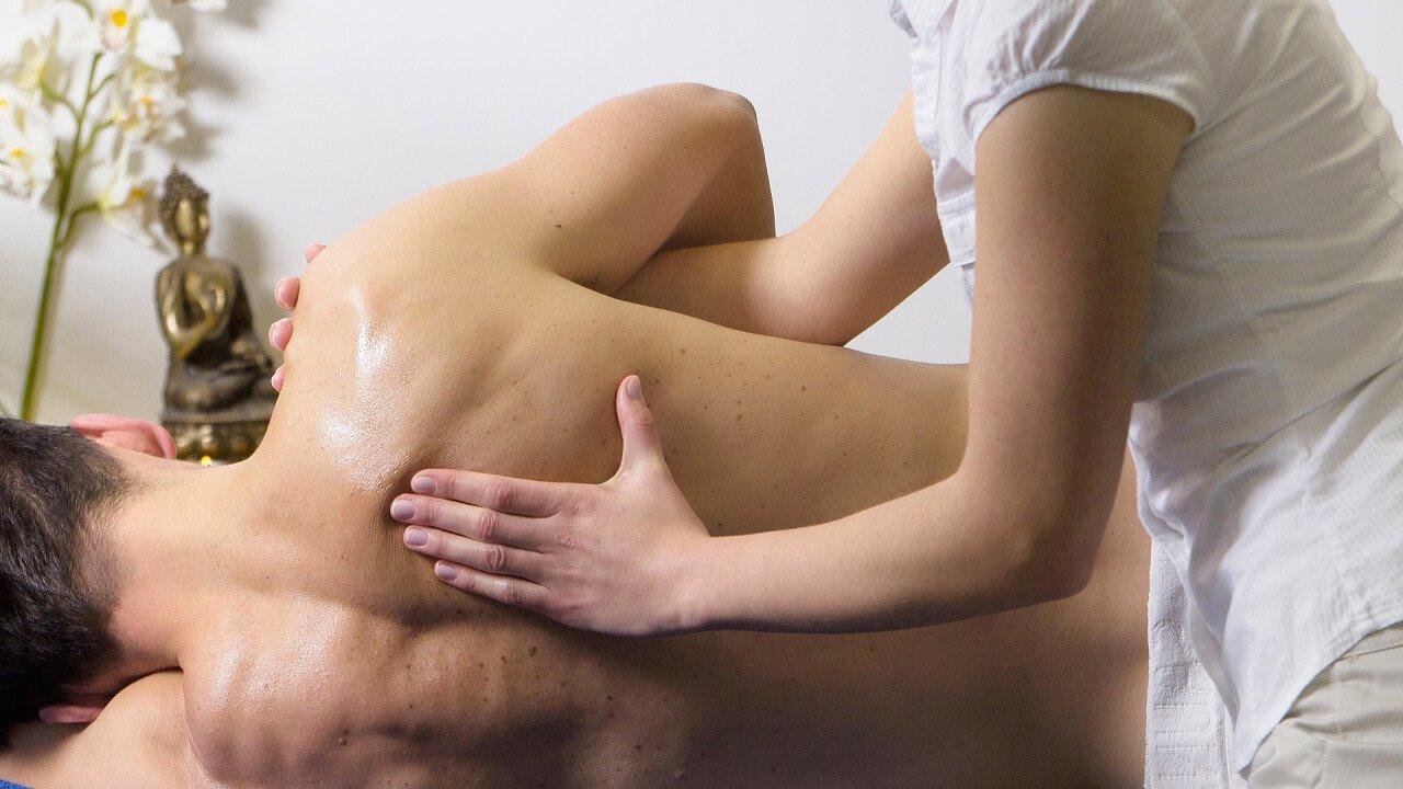 massaggio_schiena_uomo_pixabay_whitesession