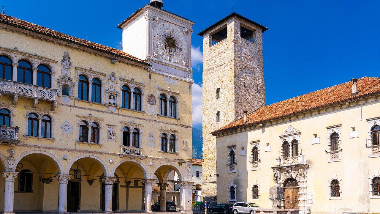 piazza_del_duomo_belluno_shutterstock