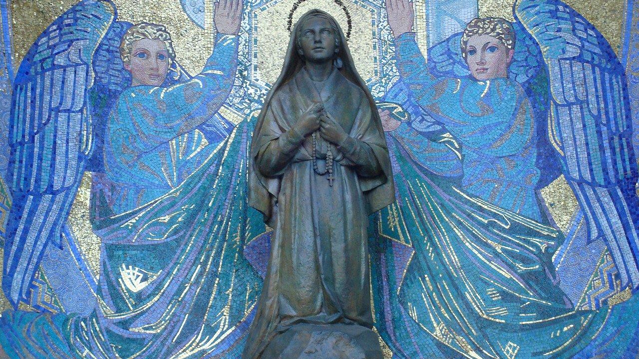 statua_madonna_chiesa_pixabay_Blumeline