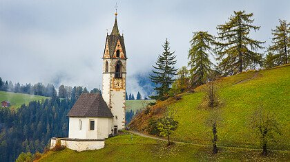 chiesa_santa_barbara_la_val_depositphotos