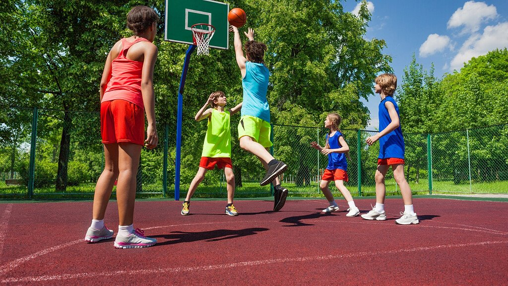 Basketball spielen in den Dolomiten - cover