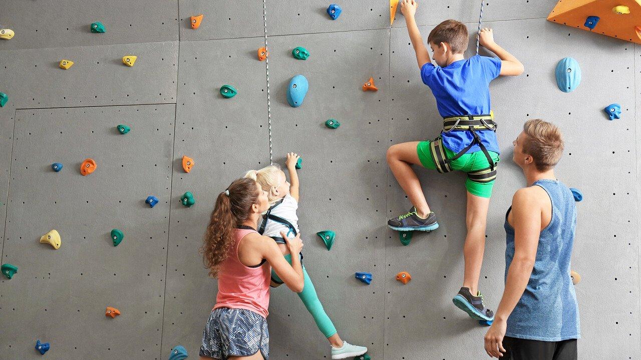 bambini_arrampicata_indoor_shutterstock